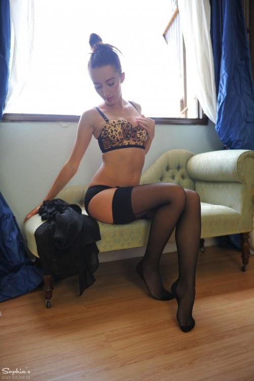 Sophia Smith Window Love - Picture 4