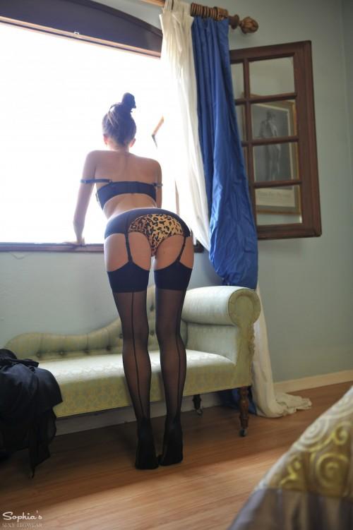 Sophia Smith Window Love - Picture 7